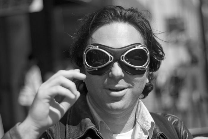 Motocicletas: mejor lentillas o gafas