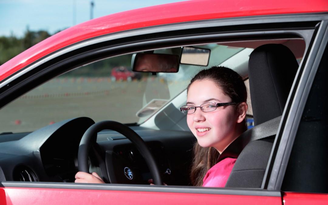 Renovar carné de conducir: ¿Qué coche comprar a un conductor novel?