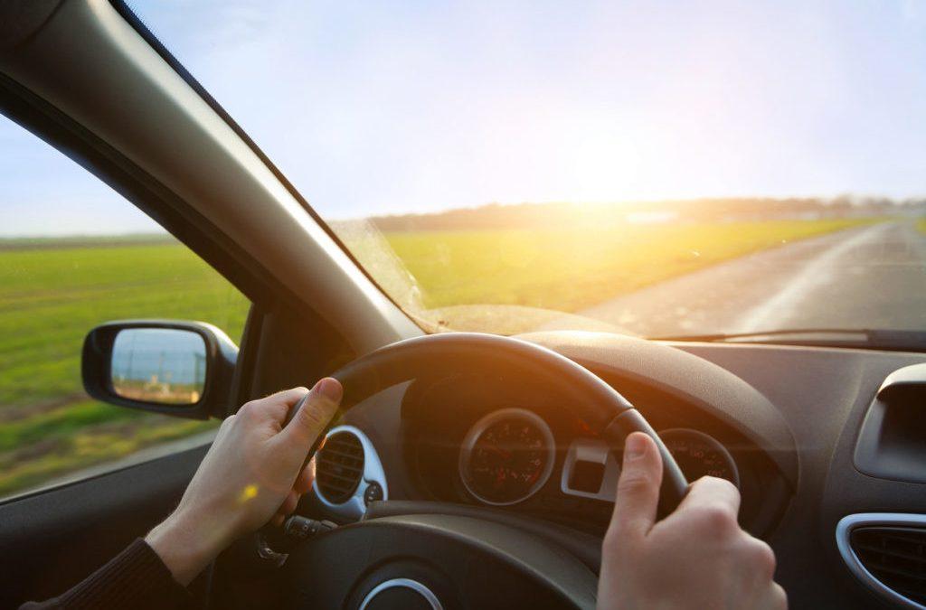 Renovar carné de conducir: Las distracciones en la conducción y el buen hábito de la atención permanente