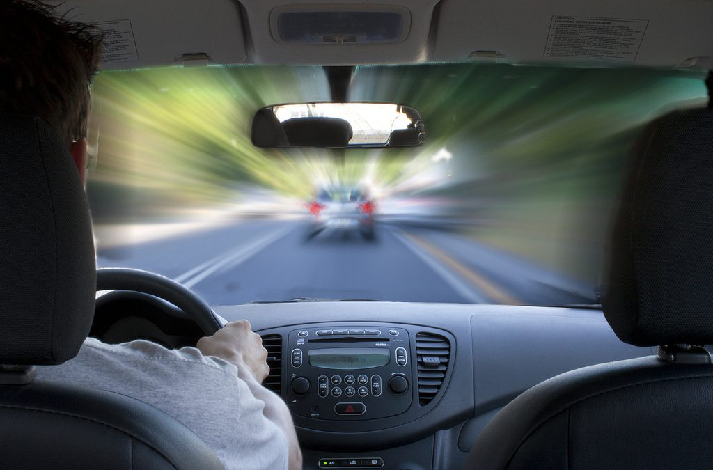 Renovar carné de conducir: Qué espejos retrovisores son obligatorios llevar en el coche y en el ciclomotor?
