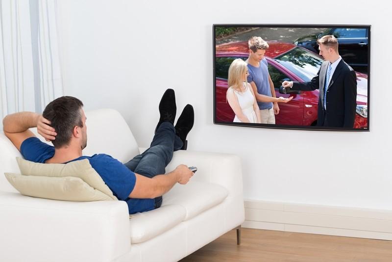 Renovar carné de conducir: Analizamos 10 anuncios de coches: ¿Fomentan la seguridad vial?