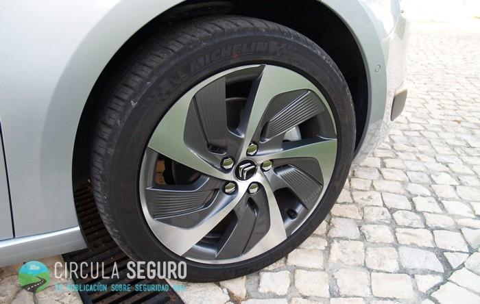 Renovar carné de conducir: El significado del desgaste de los neumáticos