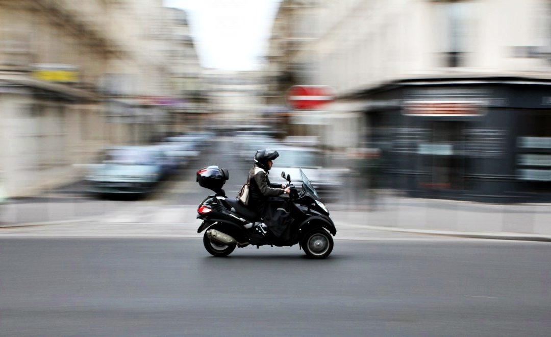 Renovar carné de conducir: Circular en moto, ¿es movilidad sostenible?