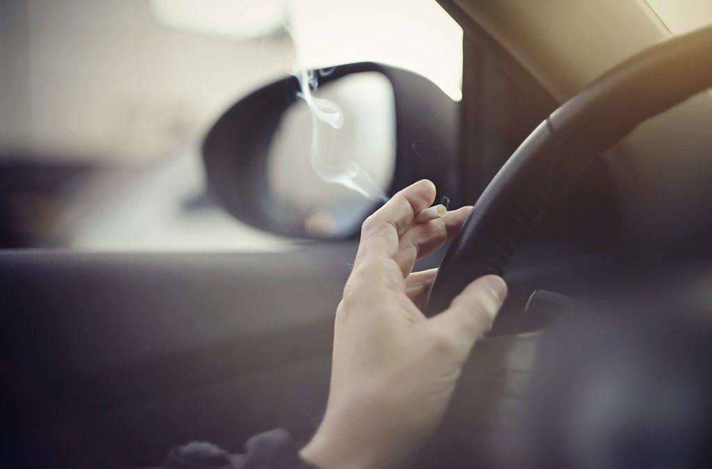 Psicotécnicos: La prohibición de fumar en el coche vuelve a ser debate público