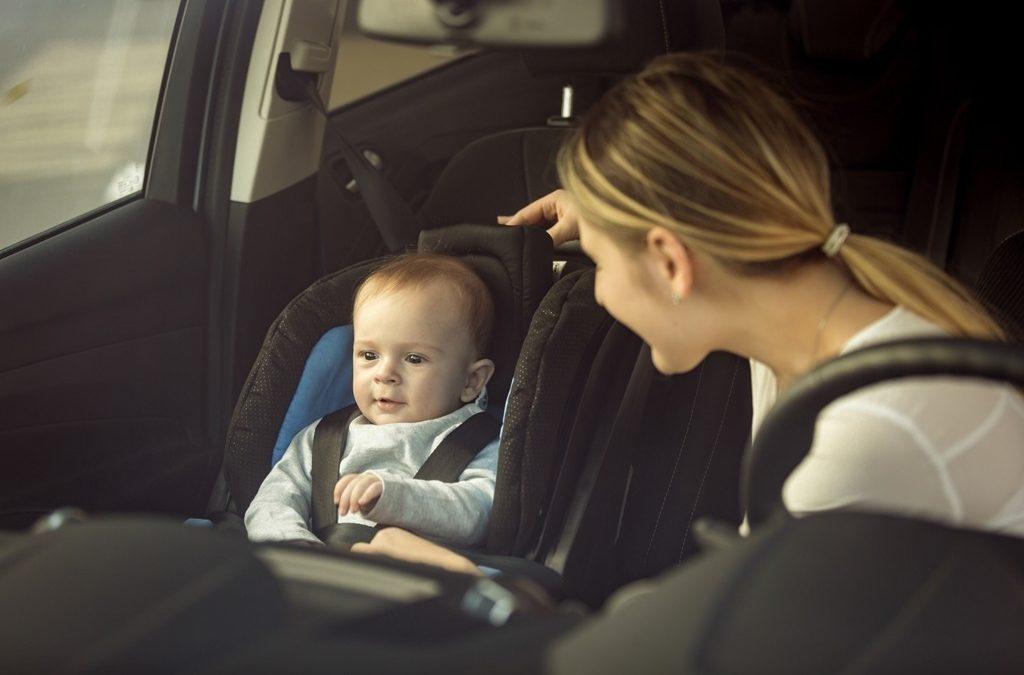 Renovar carné de conducir: ¿Cuándo puede un niño viajar en el asiento delantero?