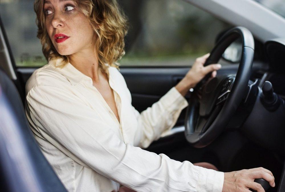 Renovar carne de conducir: ¿Cuándo es posible circular marcha atrás?