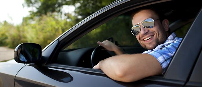 Psicotécnicos: ¿Me multan por conducir con el codo fuera?