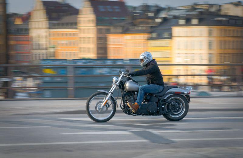 Psicotécnicos: ¿Has pasado del coche a la moto para moverte por la ciudad? Claves para conducir con seguridad