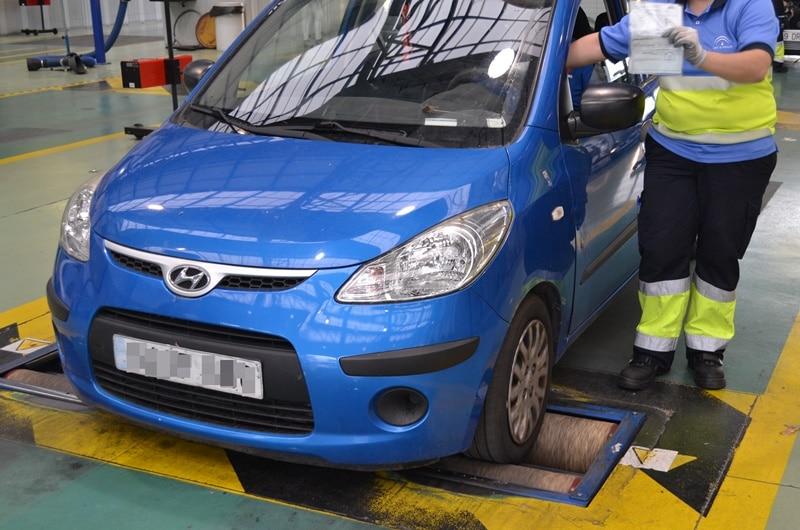 Renovar carné de conducir: Pasar la ITV durante la desescalada: plazos, vigencia y medidas de seguridad