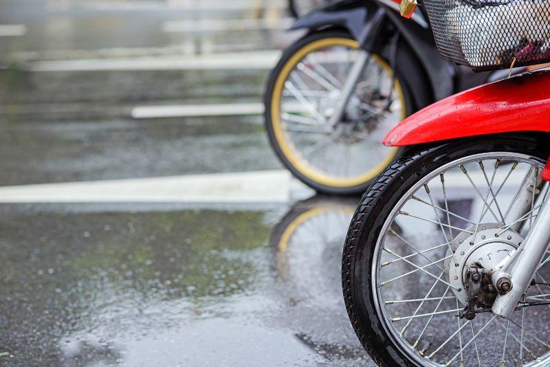 Psicotécnicos: Guía completa para conducir la moto con lluvia